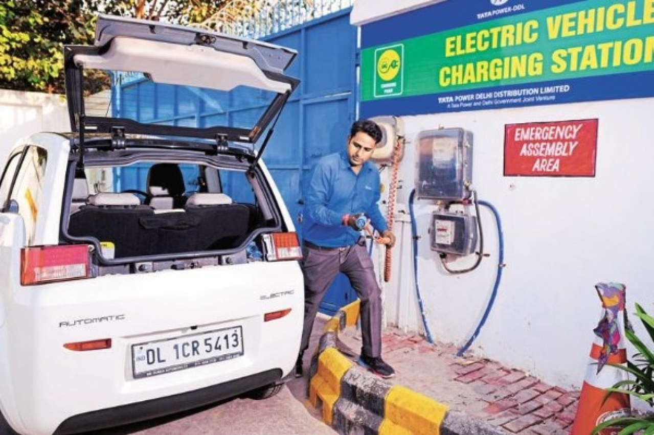 "Electric Vehicle Charging Station  in Delhi (Pradeep Gaur/Mint via Getty Images)<a href=""javascript:void(0)""></a>"