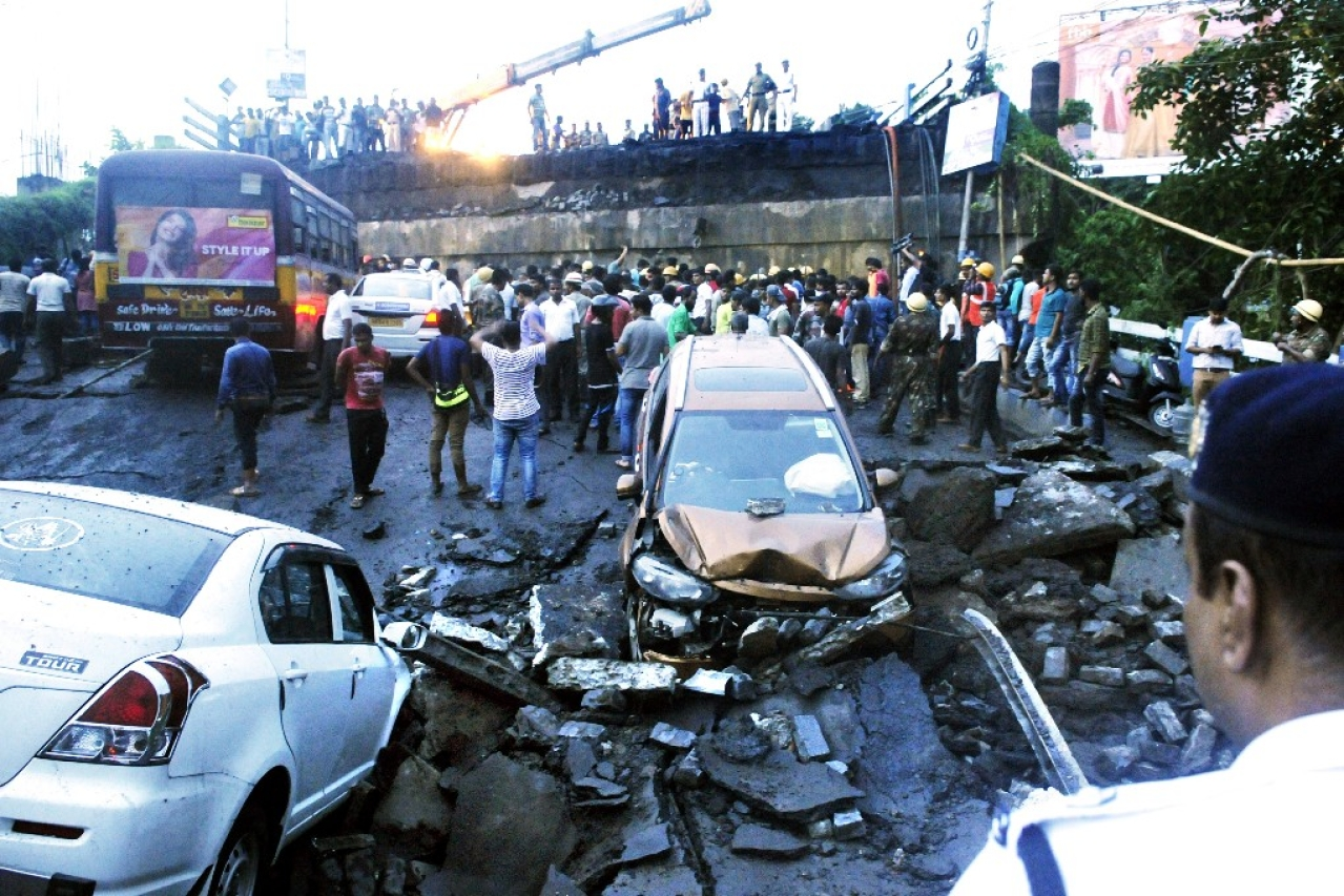 A section of Majerhat Bridge on busy Diamond Harbour Road collapsed on September 4, 2018 in Kolkata (Samir Jana/Hindustan Times via Getty Images)