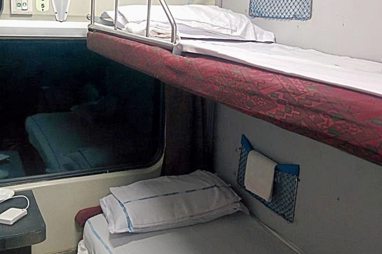 Soon Disposable Pillow Covers And Napkins On Indian Trains, Pilot Run Commences On Kolkata-Delhi Route
