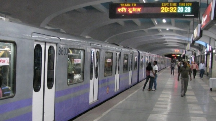 Durga Puja Cheer For Kolkata: Metro Services To Run All Night Long During The Festival