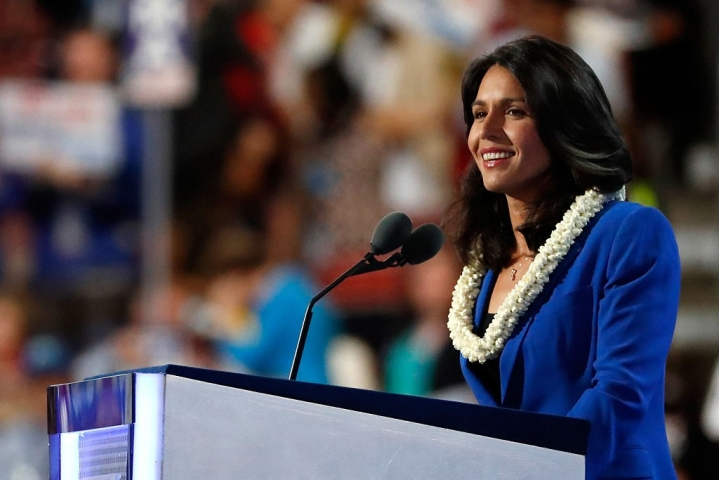 Watch: Tulsi Gabbard Defeats Man Who  Challenged Her For Push-Up Contest At  New Hampshire Town Hall