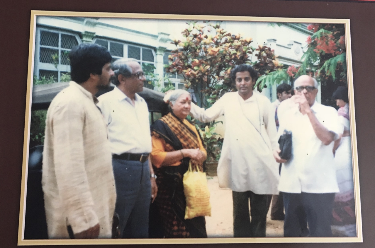 A still from the sets of Malgudi days with Shankar Nag on one end and R K Narayan on the other.