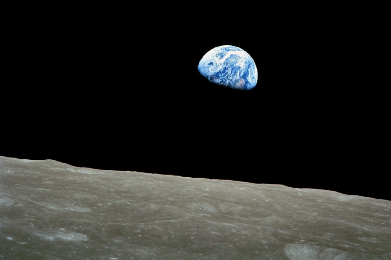 Earth rise (Wikimedia Commons)
