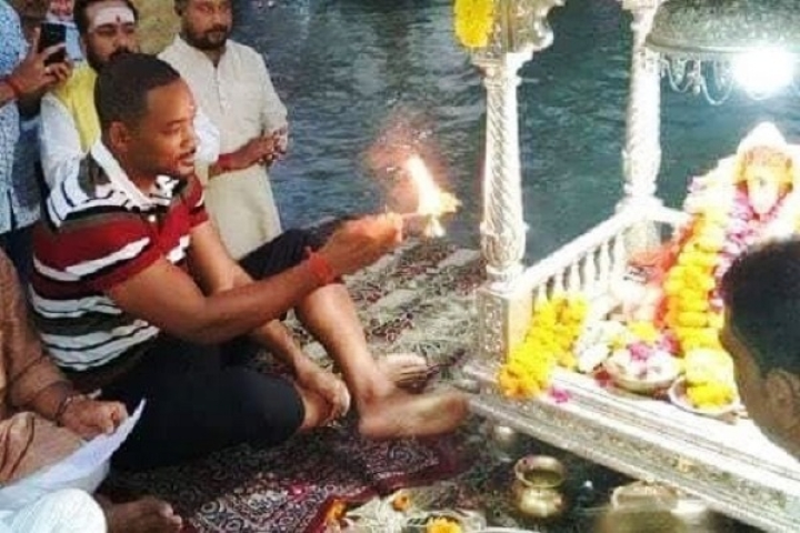 Watch: Hollywood Superstar Will Smith Performs Ganga Aarti In Haridwar