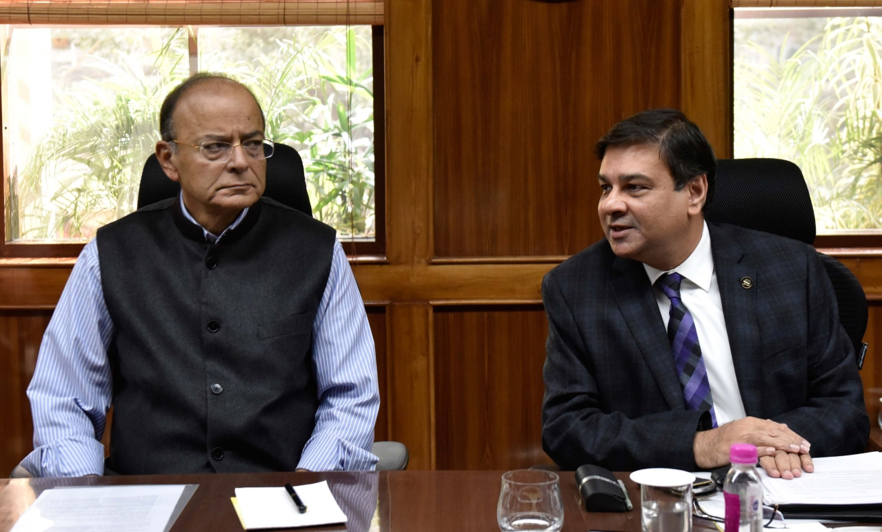 Finance Minister Arun Jaitley and RBI Governor Urjit Patel at 569th Central Board Meeting in New Delhi. (Mohd Zakir/Hindustan Times via Getty Images)