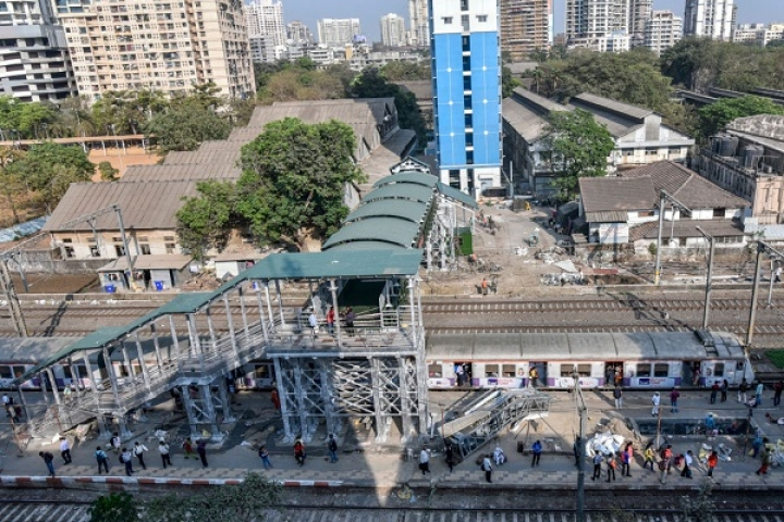 Lesson Learnt From Elphinstone Stampede–Western Railways Builds 75 Foot Overbridges in Mumbai, Combats Trespassing