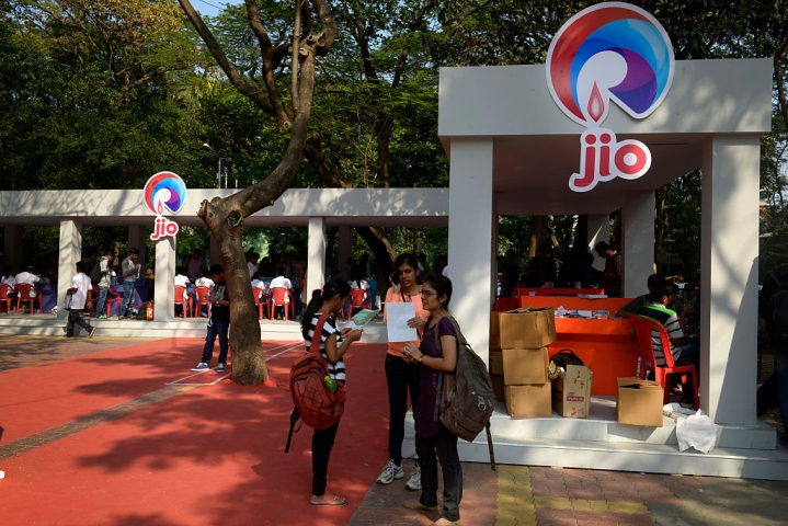 Reliance Jio Cuts Jobs, Lets Go Off Around 5,000 Staff On Contractual Pay Roll