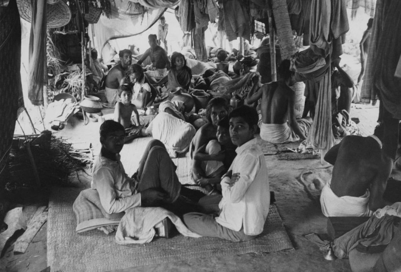 Refugees in a makeshift camp at Bongaon, fleeing fighting on the border between India and Pakistan during the Bangladesh Liberation War, in 1971. (Mark Edwards/Keystone Features/Getty Images)