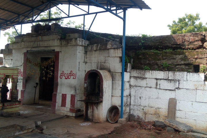 Two Temples Near Kanchi In Ruins Despite Owning Hundreds Of Acres, Even As Tenants Flourish