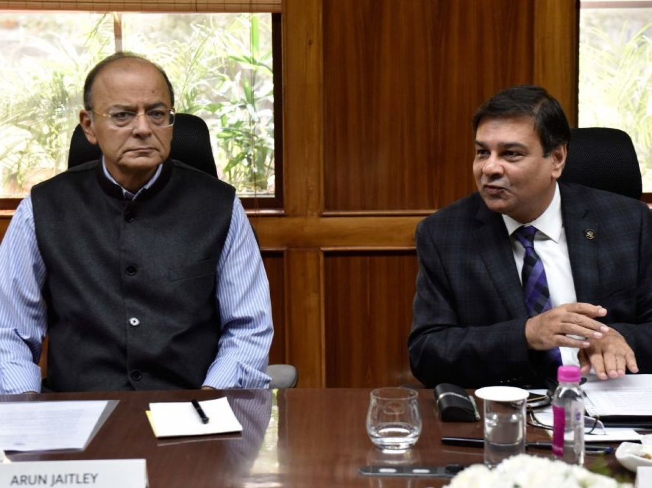 Finance Minister Arun Jaitley and RBI Governor Urjit Patel. (Mohd Zakir/Hindustan Times via Getty Images)