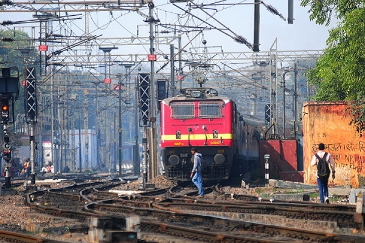 Indian Railways Takes A Cue From Trump? Plans To Build 3000 Km Of Walls To Keep People Off Train Tracks