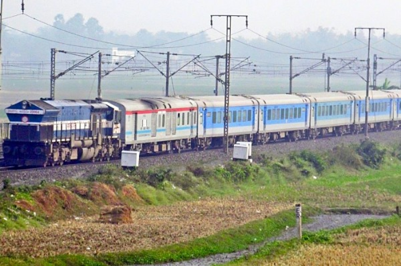 Now Pay Less For Premium Trains: Indian Railways Reduces Flexi ...