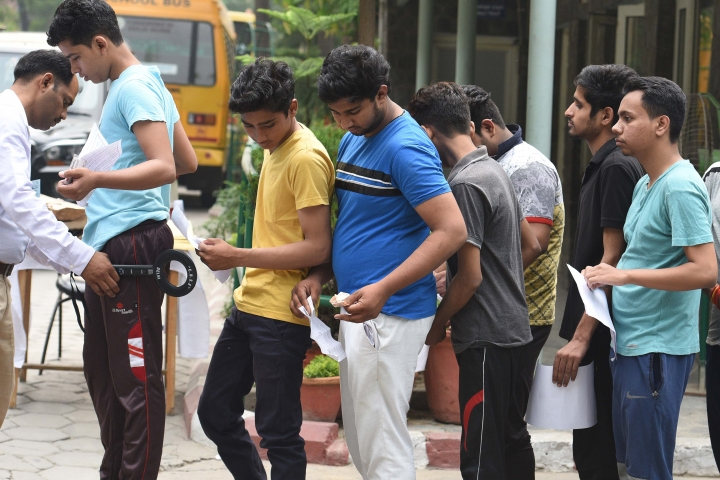NEET Application Deadline Extended To 7 December, Candidates Older Than 25 Can Also Write The Exam, Orders SC