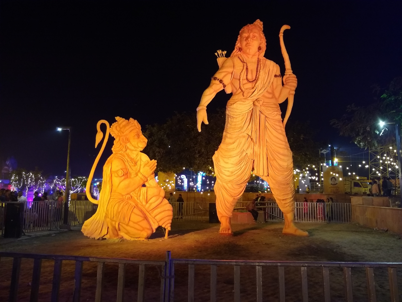 PoP statues of Lord Ram and Lord Hanuman at Ram Ki Paidi