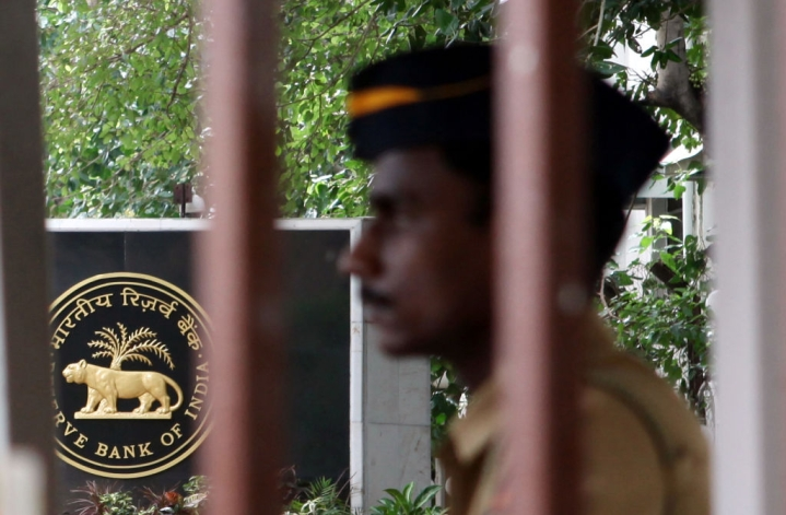 Agitated RBI Lashes Out At The Government: Asks For Privatisation Of State-Run Banks, Says Report