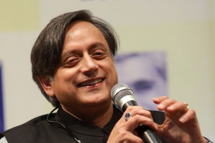Shashi Tharoor Calls  Kejriwal A 'Eunuch' To Criticise Him Over CAA Inaction; No Outrage From LGBT Groups