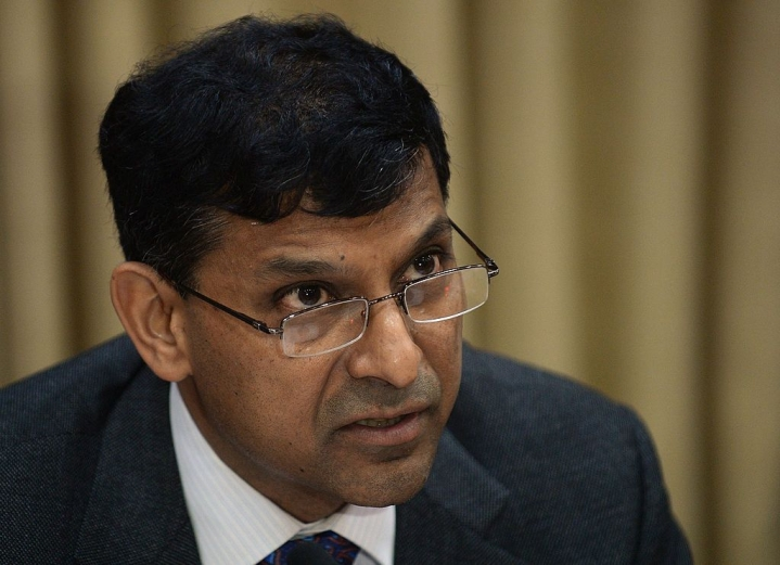 Raghuram Rajan To Modi Govt: Don't  Cut Taxes For Middle Class, Bolster NREGA And Fund More Rural Roads