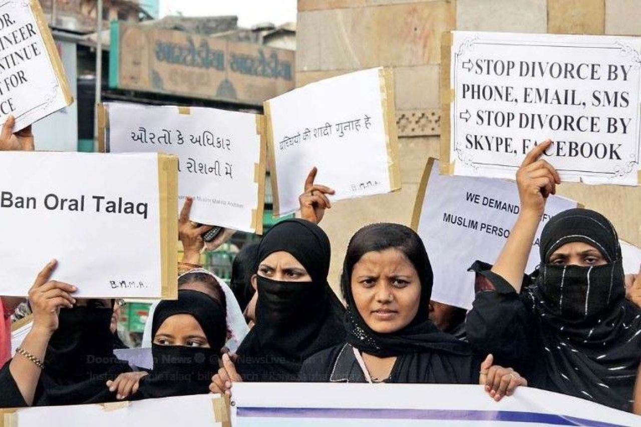 Muslim women protesting against instant triple talaq (Image credits : DD News Live on Twitter)