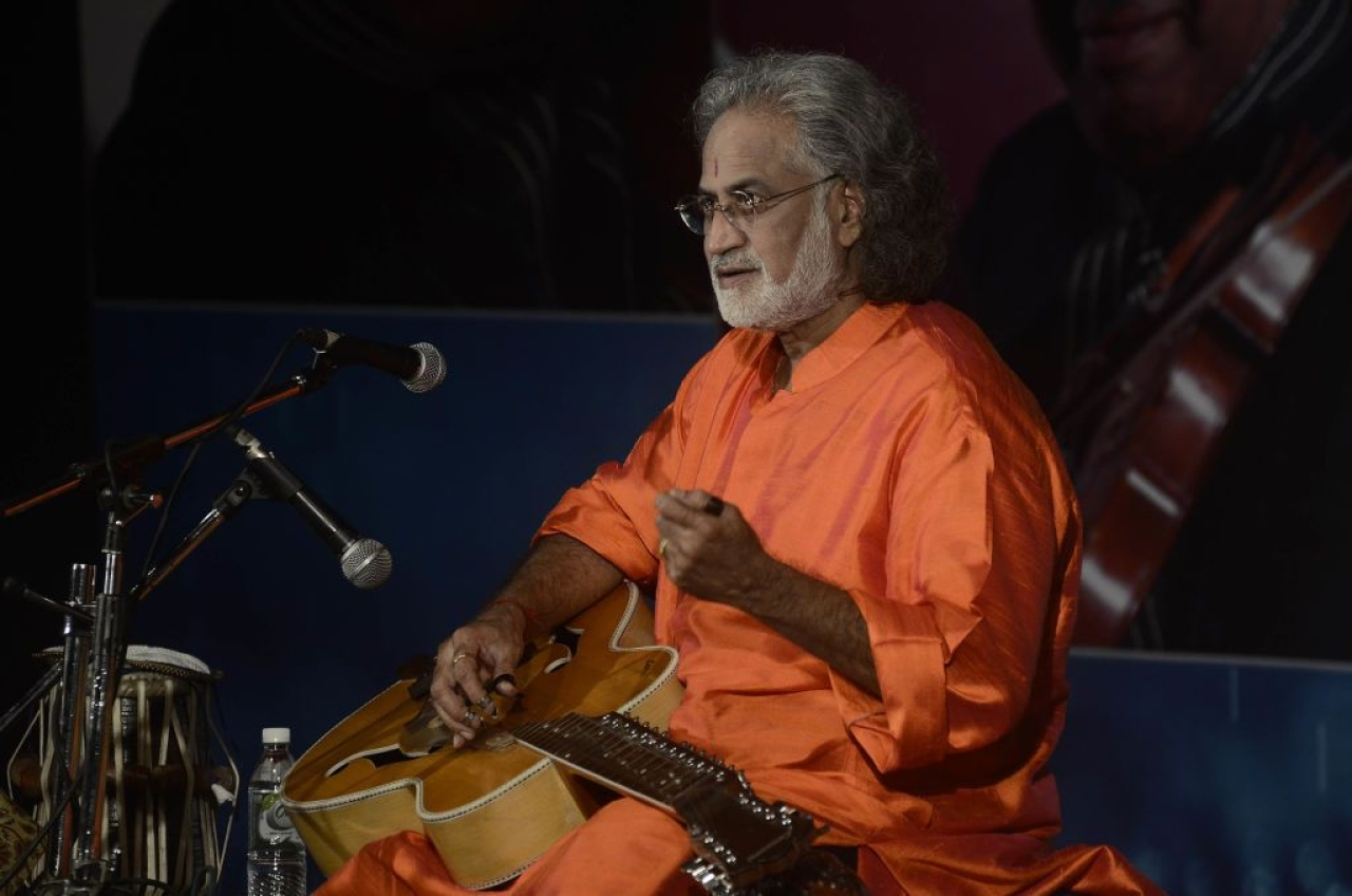 Pandit Vishwa Mohan Bhat plays Mohan veena at an event in Pune. (Ravindra Joshi/Hindustan Times via Getty Images)