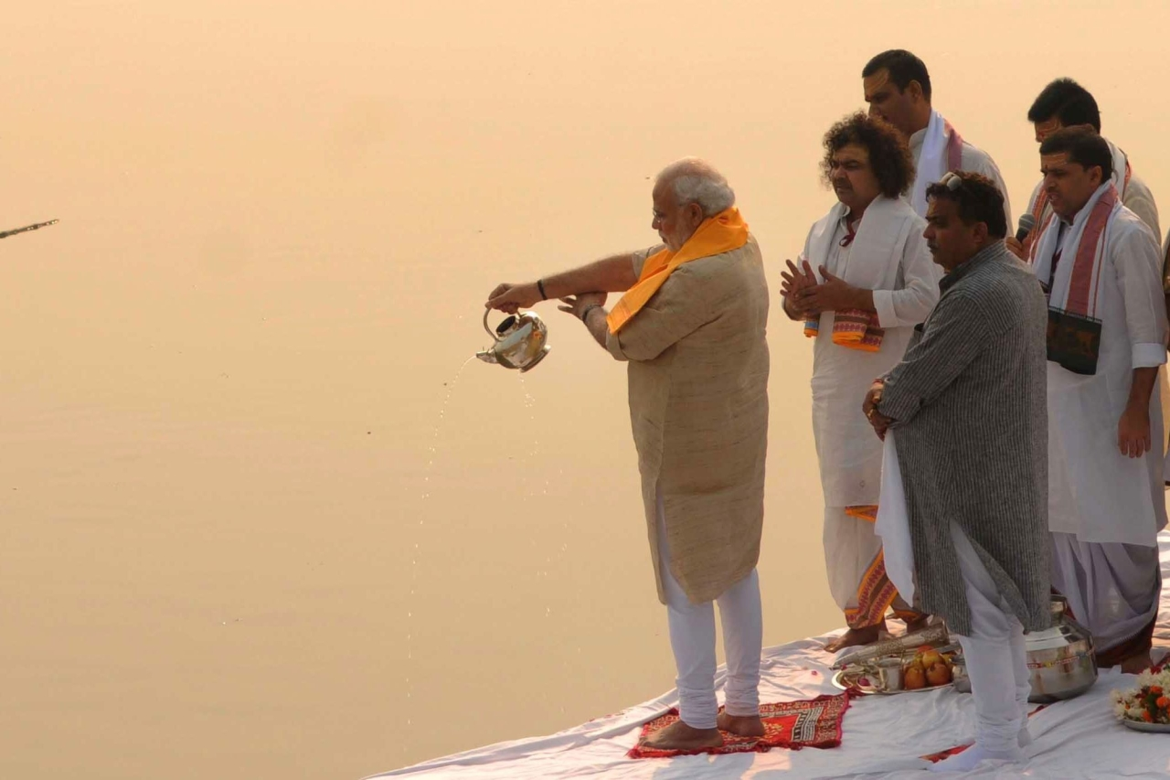 Prime Minister Narendra Modi performing Ganga aarti pooja after cleaning Assi ghat on 8 November 2014 in Varanasi, India. (Ashok Dutta/Hindustan Times via Getty Images)