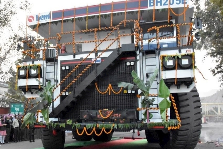 Now, Coal India Jumps On To 'Make In India' Bandwagon; Uses A Dumper That Is Manufactured By BEML