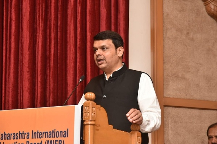'Smoke-Free' Maharashtra: Fadnavis Launches Scheme To Provide LPG Connections To Those Not Covered by Ujjwala Yojana