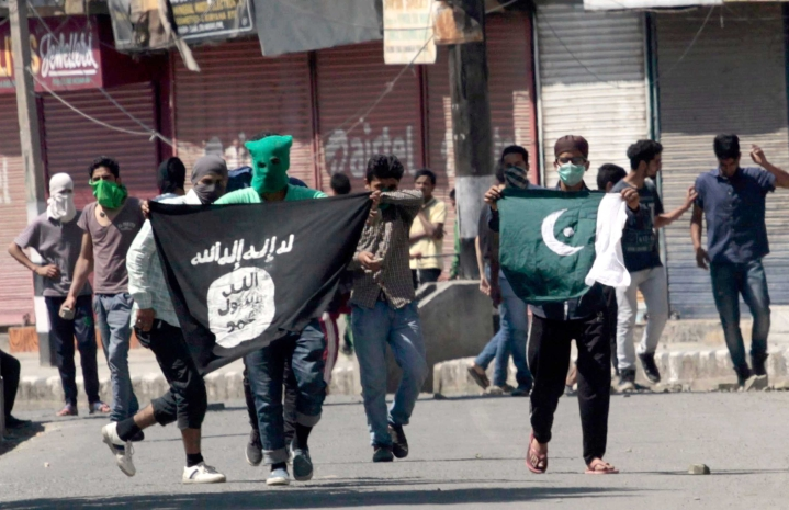 Jammu & Kashmir: Islamic State Flag Unfurled From Pulpit By Masked Men In Srinagar's Jamia Mosque