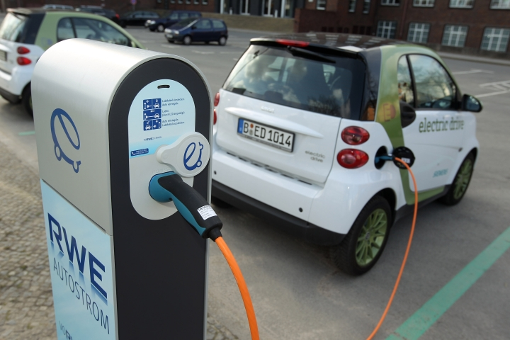 Tata Power  To Install 500 Electric Vehicle Charging Stations In A Year