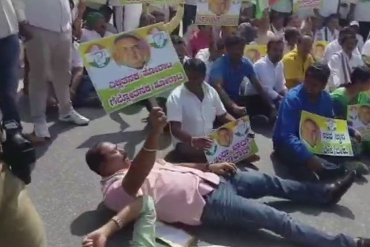 Karnataka: Congress Infighting Now Out In Streets, Ramalinga Reddy's Supporters Block Bengaluru's Crucial Hosur Road