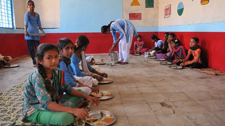 Mid-Day Meal Scheme To Be Extended To Class IX, X Students From Next Academic Year