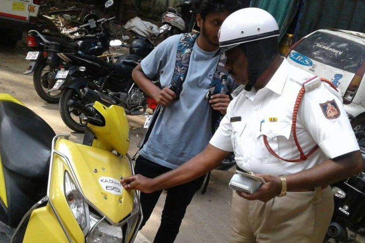 Go Digital, Not Home To Get License: Madras HC Rules Drivers Need Not Carry Physical Copies of Driving License