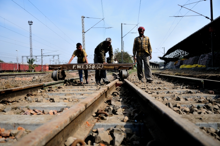 Signalman, The Superman: Train Accident Prevented In Odisha Due To Worker's Alertness; Crack In Track Promptly Fixed