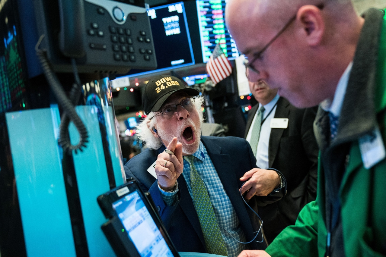 Traders work on the floor of the New York Stock Exchange (NYSE) (Drew Angerer/Getty Images)