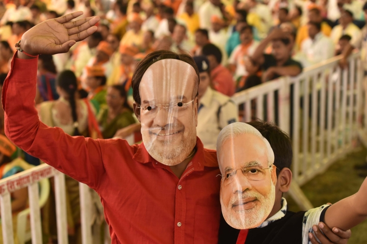 Youth Wearing Modi Mask Beaten Up By Police As Onlookers Demand That He Chant 'Chowkidar Chor Hai'