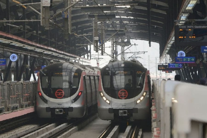 Delhi Metro: DMRC To Soon Roll Out Free WiFi Service For Commuters In Its Trains And Stations