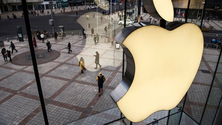 iPhone Maker Apple Gears Up To Invest Rs 1,000 Crore in India With Govt Allowing 100 Percent FDI In Single Brand Retail
