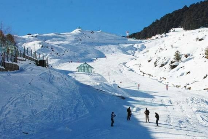 As Himachal Pradesh, Uttarakhand Get Wrapped In Blanket Of Snow, Tourists Flock To Hill Stations Like Shimla, Manali