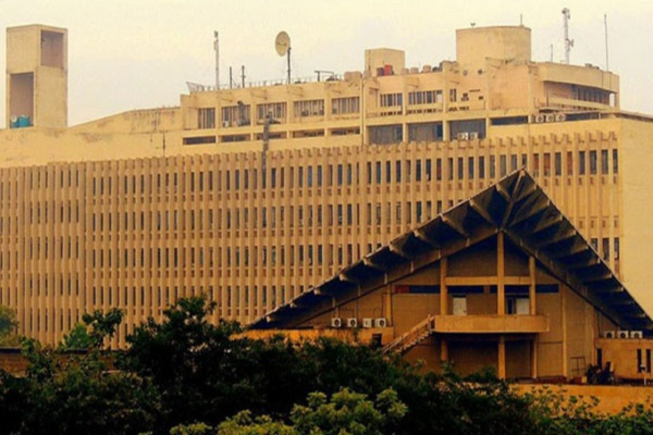 IIT Delhi Seeks Big Student Friendly Move From MHRD, Says Loan Repayment Should Start After Student Finds A Job
