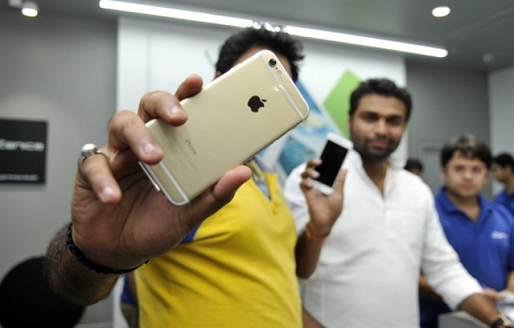 iPhone Shipments In India Down 50 Per Cent: Apple Losing Market To Chinese Due To High Prices And Low Features