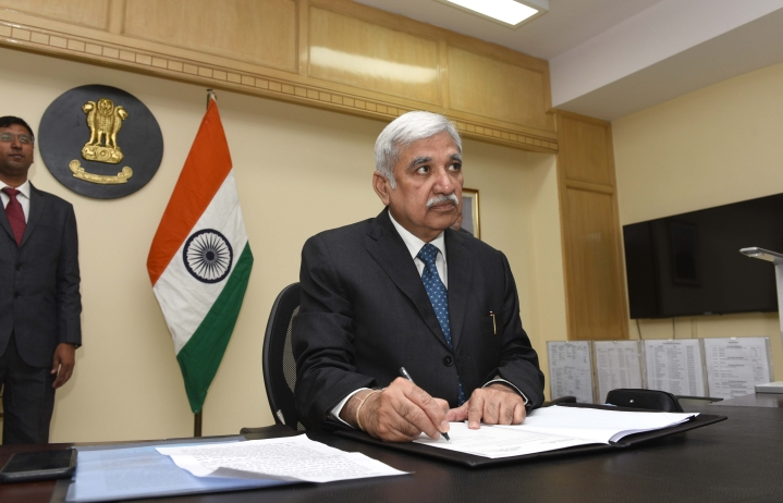 'Will Not Be Bullied Into Turning Back To Ballot Papers': While Criticisms Welcome, EVMs To Continue, Says CEC
