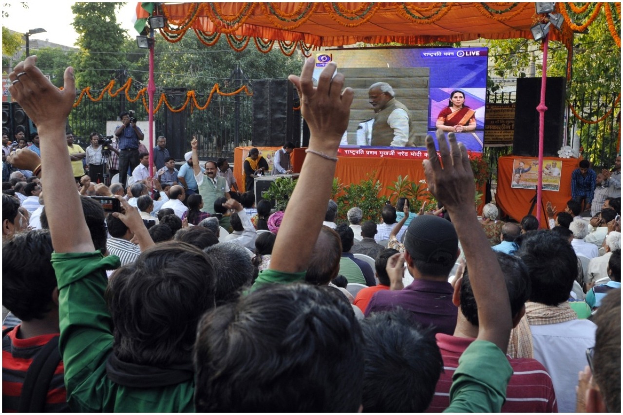 People gather to witness live telecast of swearing-in ceremony of Narendra Modi as as 15th Prime Minister of India (Subrata Biswas/Hindustan Times via Getty Images)