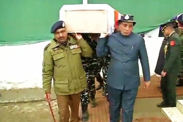 Honouring Soldiers' Sacrifice: Home Minister Rajnath Singh Carries Mortal Remains Of Martyred CRPF Jawan
