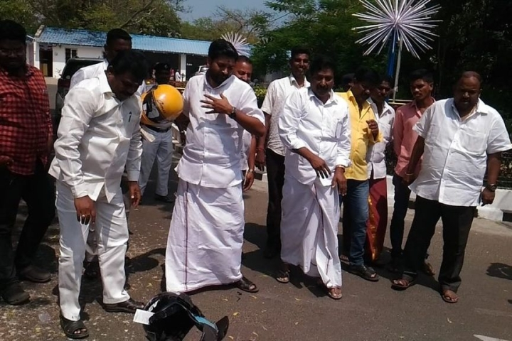 Safety Last? Protesting Puducherry AIADMK MLAs Smash Helmets After Kiran Bedi Makes Them Compulsory