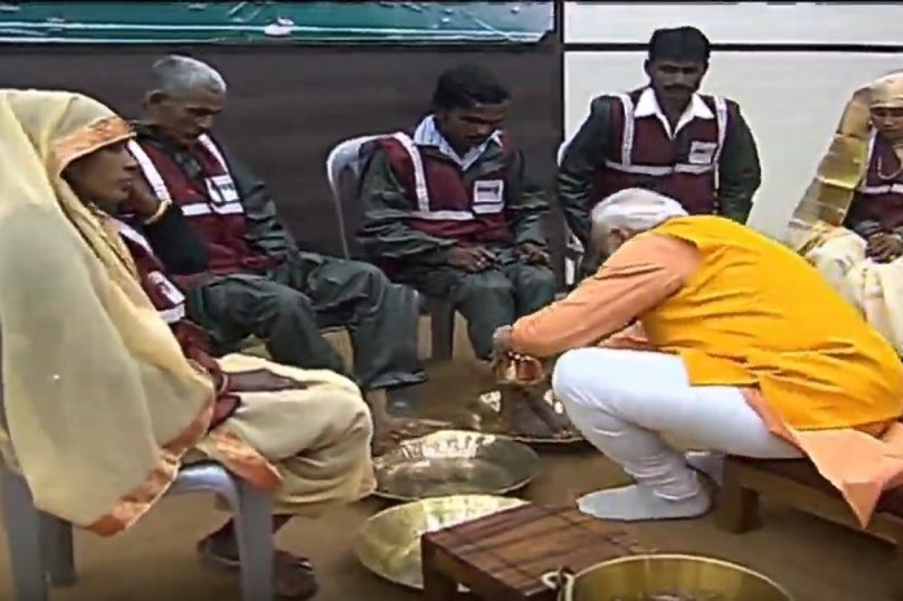 Prime Minister Narendra Modi washing the feet of a sanitary worker.