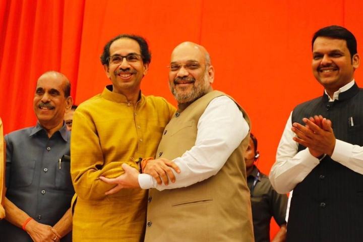 Lotus-Tiger Tango Continues: BJP, Shiv Sena Set Aside Difference, Announce Seat Sharing Pact For Lok Sabha Polls