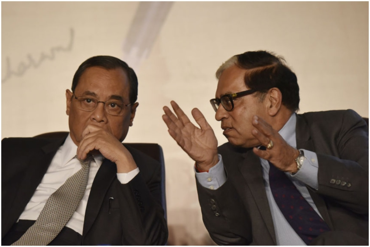 Chief Justice of India Ranjan Gogoi (L) and Justice Arjan Kumar Sikri (R) (Vipin Kumar/Hindustan Times via Getty Images)
