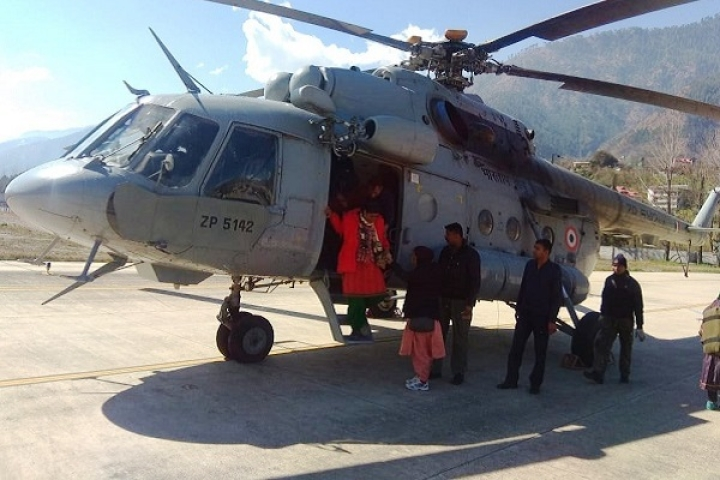Indian Air Force Airlifts Residents In Himachal's  Lahaul-Spiti As Roads Still Remain Closed Due To Heavy Snow