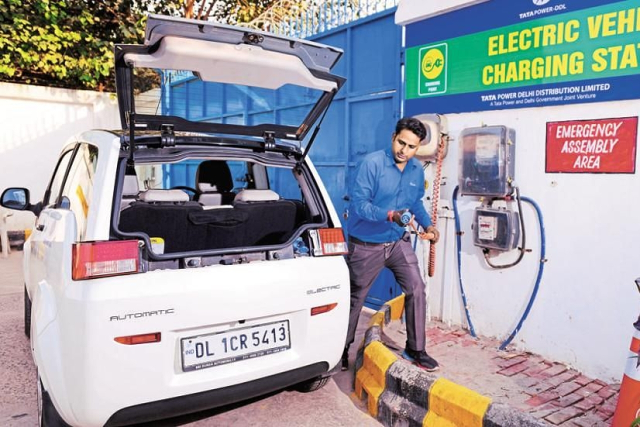 "Electric Vehicle Charging Station by TATA Power&nbsp; in Delhi (Pradeep Gaur/Mint via GettyImages)<a href=""javascript:void(0)""></a>"