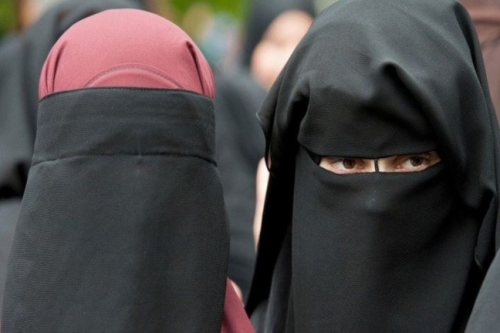 Sri Lanka Bans Face Coverings Including Burqa In The Aftermath Of Easter Sunday Attacks