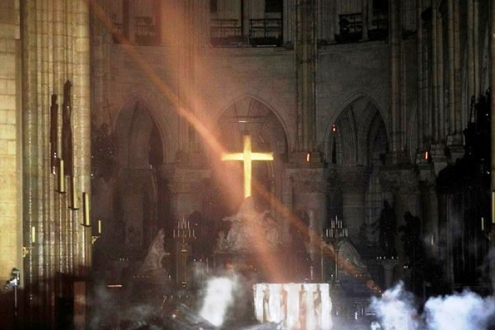 Few Believers Try To Peddle 'Miracle Of God' Theory Following Notre Dame Fire, Get Busted By Scientists